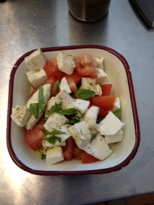 Caprese Salad - quick and easy lunch that is only 6g of carbs.